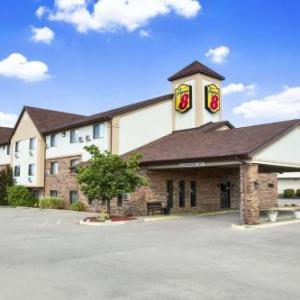 Hotels near SIUC Student Recreation Center - Super 8 Carbondale
