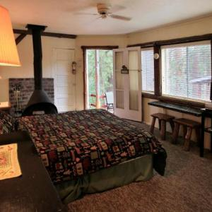 Idyllwild Arts Campus Hotels - Silver Pines Lodge