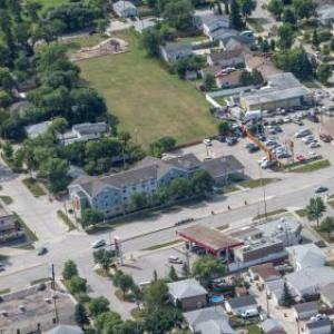 Bell MTS Iceplex Hotels - Super 8 by Wyndham Winnipeg West