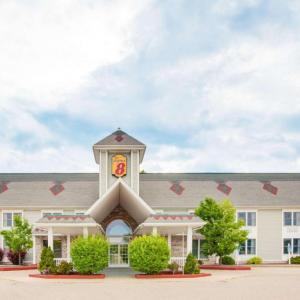 Hotels near Michigan International Speedway - Super 8 Brooklyn