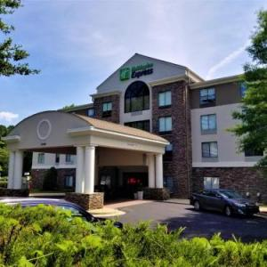 Prestonwood Country Club Hotels - Holiday Inn Express Apex - Raleigh