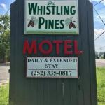 Whistling Pines Motel-Daily and Extended Stay