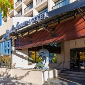 Kelowna Memorial Arena Hotels - Royal Anne Hotel
