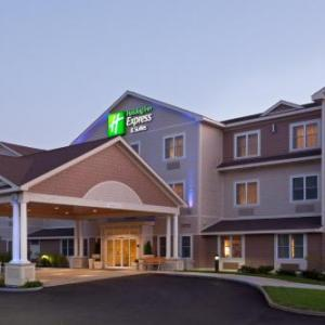 Hotels near New Hampshire Motor Speedway - Holiday Inn Express Hotel & Suites Tilton