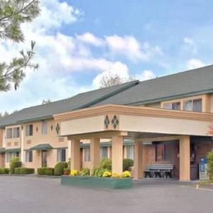 Hotels near Laugh It Up Comedy Club Poughkeepsie - America's Best Value Inn New Paltz