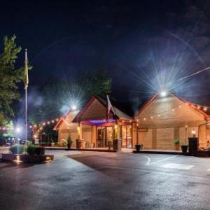 Hotels near Dave and Busters Franklin Mills - Inn of The Dove Romantic Luxury & Business Suites