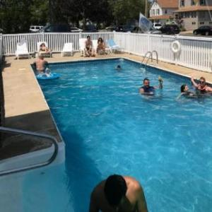 Book Now Pelican Point Motel (Point Pleasant Beach, United States). Rooms Available for all budgets. Just 5 minutes' walk from the beach and boardwalk this Point Pleasant Beach motel offers free Wi-Fi and rooms equipped with a microwave and refrigerator.Cable TV and a sitting