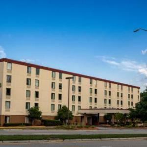 Hotels near Wheaton College Norton - Red Roof Inn - Mansfield/Foxboro
