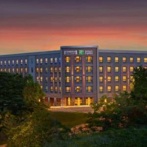 Hotels near Ocean Club at Marina Bay - Holiday Inn Express Boston - Quincy