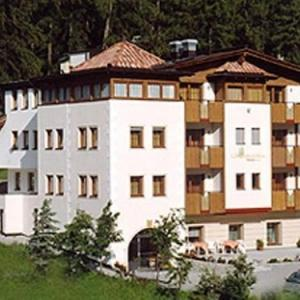 Book Now Hotel Laerchenhain (San Valentino alla Muta, Italy). Rooms Available for all budgets. Close to the woods and overlooking the mountains in San Valentino alla Muta family-run Hotel Laerchenhain offers a free wellness area. Set 200 metres from the slopes it includ