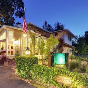 Hotels near Mountain Winery - Saratoga Oaks Lodge