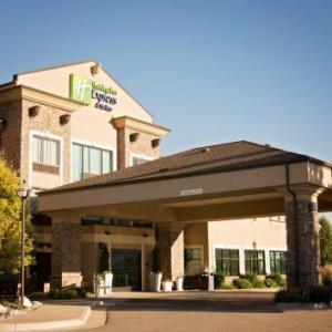 Holiday Inn Express Hotel & Suites Logan an IHG Hotel