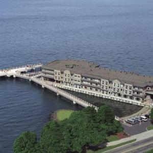 Hotels near Memorial Fieldhouse Pamplin Sports Center - Silver Cloud Inn-Tacoma Waterfront