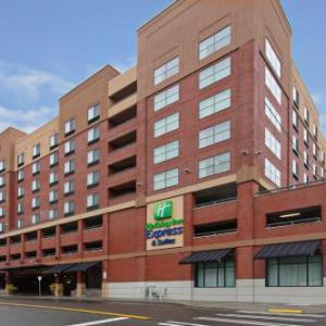 Tacoma Art Museum Hotels - Holiday Inn Express & Suites Tacoma Downtown