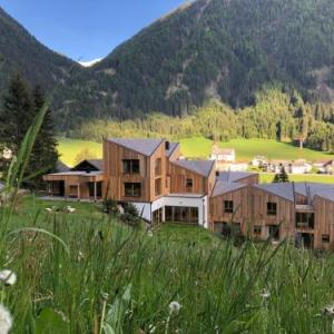 Book Now Natur Residenz Blaslerhof (Santa Maddalena in Casies, Italy). Rooms Available for all budgets. Offering free Wi-Fi in public areas and free bike rental Residence Blaslerhof features a wellness centre with sauna hot tub and hay bath. Kronplatz ski slopes are approximatel