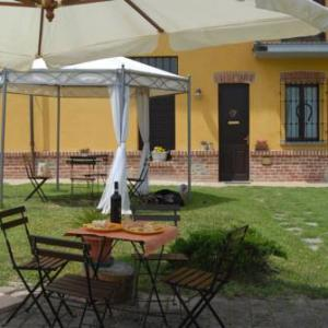 Book Now Pian dij Babi (Cortanze, Italy). Rooms Available for all budgets. Offering a restaurant Pian dij Babi is located in Piea. Free WiFi access is available. Featuring a shower private bathroom also comes with a bath or shower and a hairdryer.At