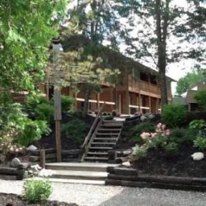 Hotels near CMAC - The Cedar Lodge