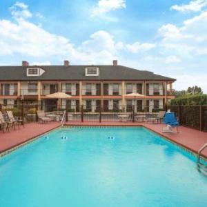 Atlanta Dragway Hotels - Travelodge by Wyndham Commerce GA Near Tanger Outlets Mall