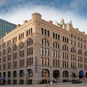 American Family Insurance Amphitheater Hotels - Hilton Garden Inn Milwaukee Downtown