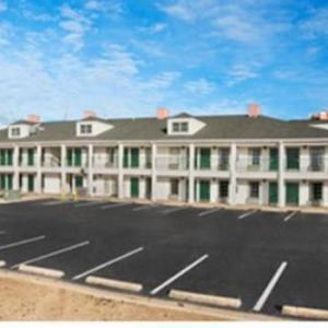 Dennis A Wicker Civic Center Hotels - Baymont By Wyndham Sanford