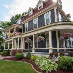 Hotels near Fredericton Playhouse - Carriage House Inn