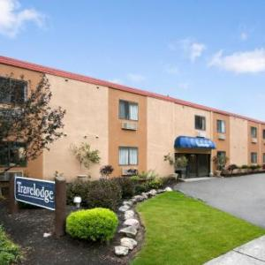 Hotels near Now That's Class - Travelodge Cleveland Lakewood