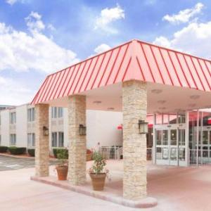 Chicago Executive Airport Hotels - Ramada Plaza Chicago North Shore