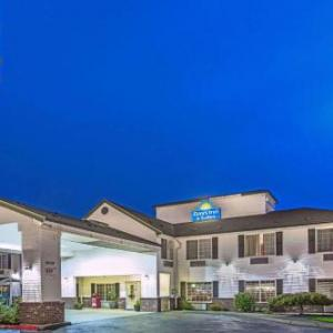 Hotels near Mount Hood Community College - Days Inn & Suites By Wyndham Gresham
