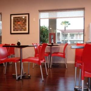 Hotels near Firehouse Saloon - Days Inn by Wyndham Houston-Galleria TX