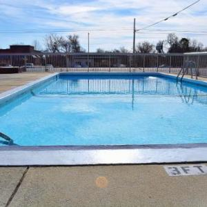 Hotels near Hooligans Pub and Music Hall - Days Inn Jacksonville Nc