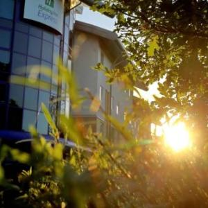 Hotels near Ageas Bowl - Holiday Inn Express Southampton - M27 J7