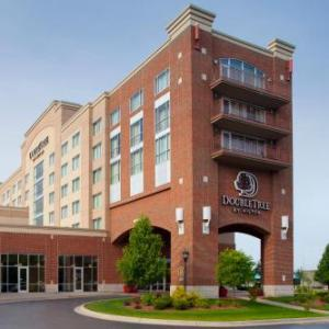 Hotels near Veterans Park Bay City - Doubletree Bay City Riverfront