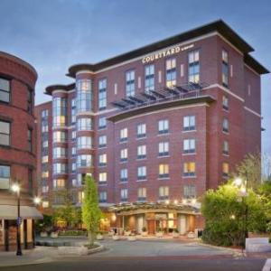 Alumni Stadium Hotels - Courtyard By Marriott Brookline Boston