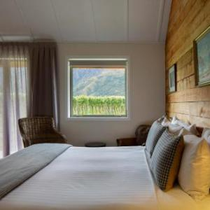 Hotels near Gibbston Valley Winery - Kinross Cottages Boutique Vineyard Hotel