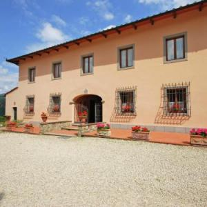 Book Now Holiday home Tulipano (Dicomano, Italy). Rooms Available for all budgets. Holiday home Tulipano is a holiday home is situated in Dicomano and is 25 km from Florence. Guests benefit from free WiFi and private parking available on site.There is a dini