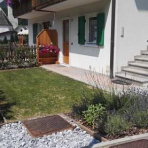 Book Now Appartamento da Sergio di Rio (Mezzano, Italy). Rooms Available for all budgets. Offering panoramic mounatin views from the garden Appartamento da Sergio di Rio is located in the peaceful Mezzano. Free WiFi and free ski storage are available.The living are