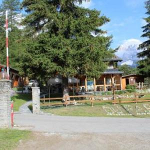 Book Now Camping Du Parc (Pre Saint Didier, Italy). Rooms Available for all budgets. Located 5 km from the Courmayeur ski lifts and located at an altitude of 1000 metres Camping du Parc has panoramic views of Mont Blanc. It offers self-catering accommodation a