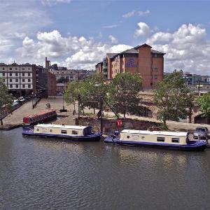 Houseboat Hotels