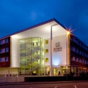 Hotels near Chester Racecourse - Holiday Inn Express Chester Racecourse