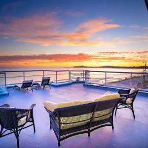 Luxury Beachfront Penthouse Walk to the Beach Restaurants Entertainment