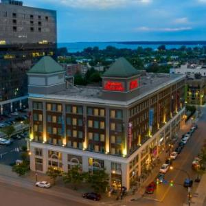 Alleyway Theatre Hotels - Hampton Inn And Suites Buffalo Downtown
