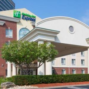 Holiday Inn Express Hotel Suites Tower Center East Brunswick