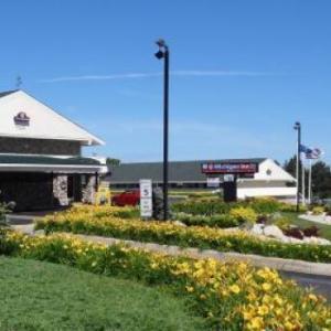 Hotels near Petoskey High School - @ Michigan Inn & Lodge
