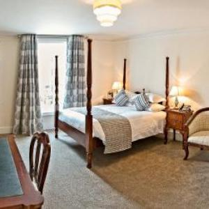 Hotels near Farnham Maltings - The Bishops Table Hotel
