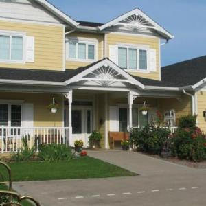 Hotels near Kelowna City Park - Chesterfield Inn