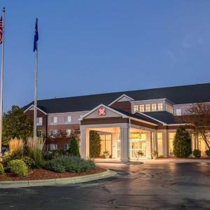 Menominee Nation Arena Hotels - Hilton Garden Inn Oshkosh