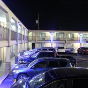 Hutchinson Inn