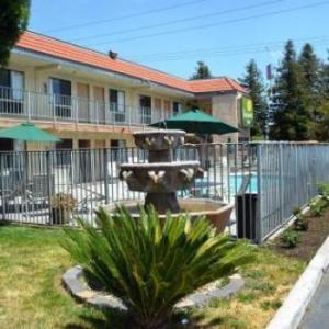 William Saroyan Theatre Hotels - Vagabond Inn Fresno