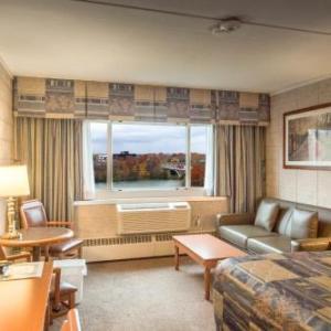 Hotels near Henley Island Alumni Clubhouse - Capri Inn