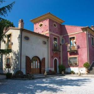 Book Now Country House I Tre Tigli (Rutino, Italy). Rooms Available for all budgets. Offering a restaurant and free bikes Country House I Tre Tigli is located in Rutino. Free WiFi access is available in this country house.There is also a refrigerator. Featurin